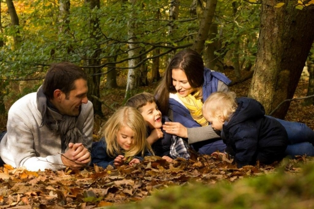 Autumn outdoor family photographer